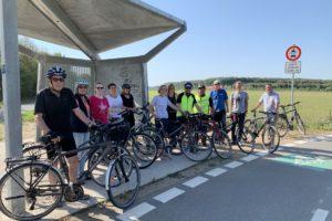 Eine muntere SPD-Truppe befährt den Radschnellweg